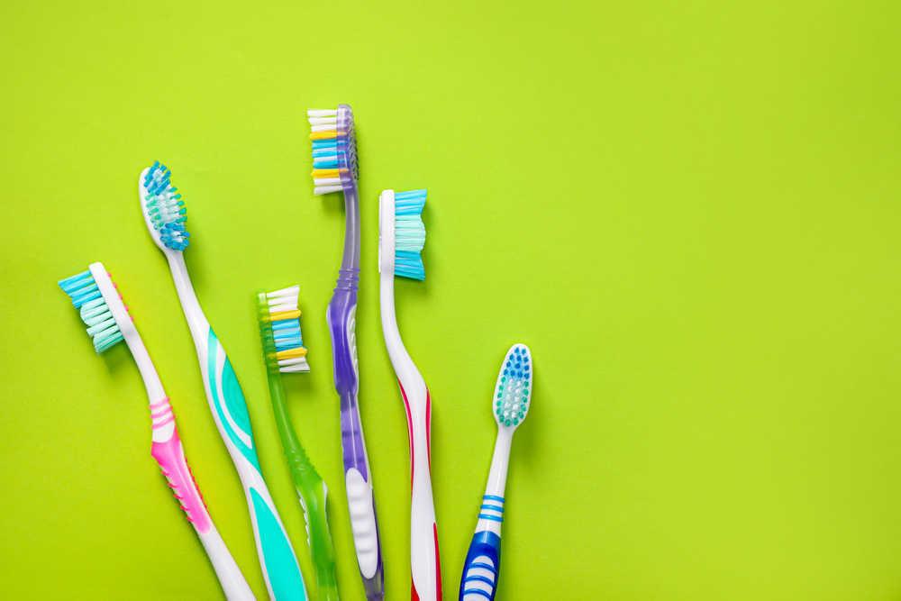 Eléctrico vs. manual ¿Cuál es el mejor cepillo de dientes?